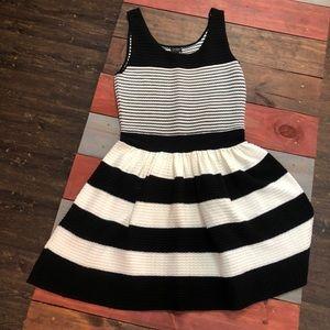 🎉3/$35 Jessica Simpson Knit Striped Dress